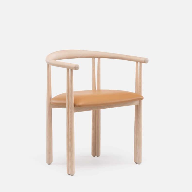 Elliot Chair door Jason Miller in wit geolied eikenhout en leer