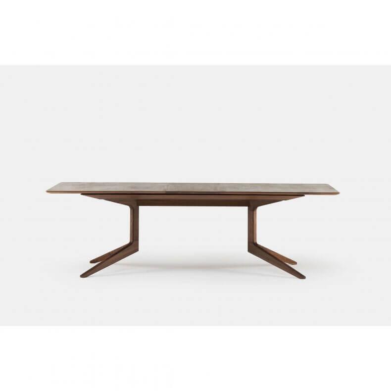 Light Extending Table door Matthew Hilton in walnotenhout