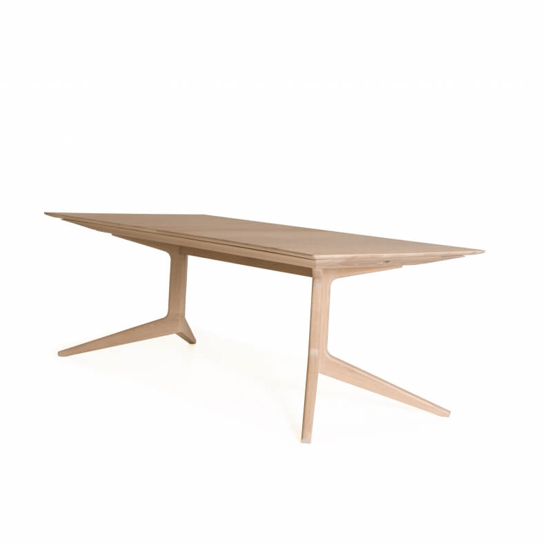 Light Extending Table door Matthew Hilton in eikenhout