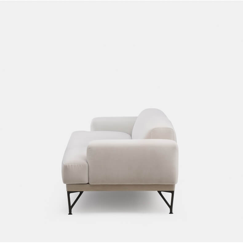 Armstrong 3-seater Sofa door Matthew Hilton in wit geolied essenhout en Harald 2 212