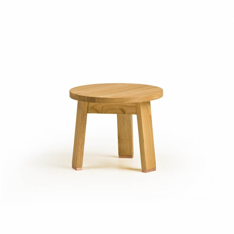 Low Stool door Studioilse in eikenhout
