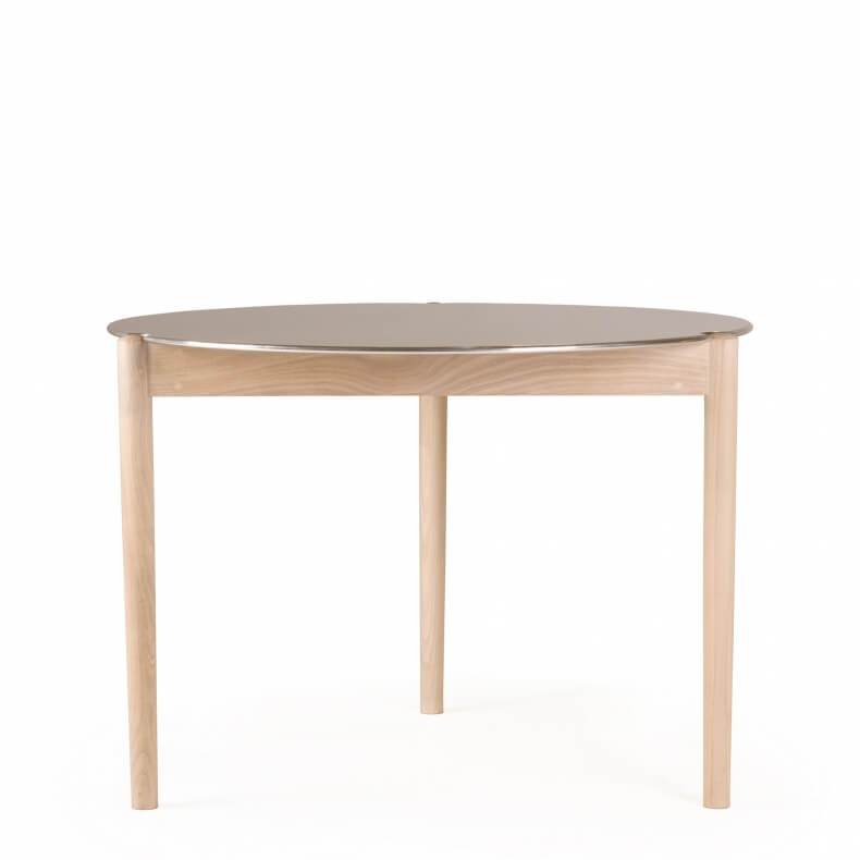 Sidekicks Small Dining Table 458 door Studioilse in wit geolied eikenhout