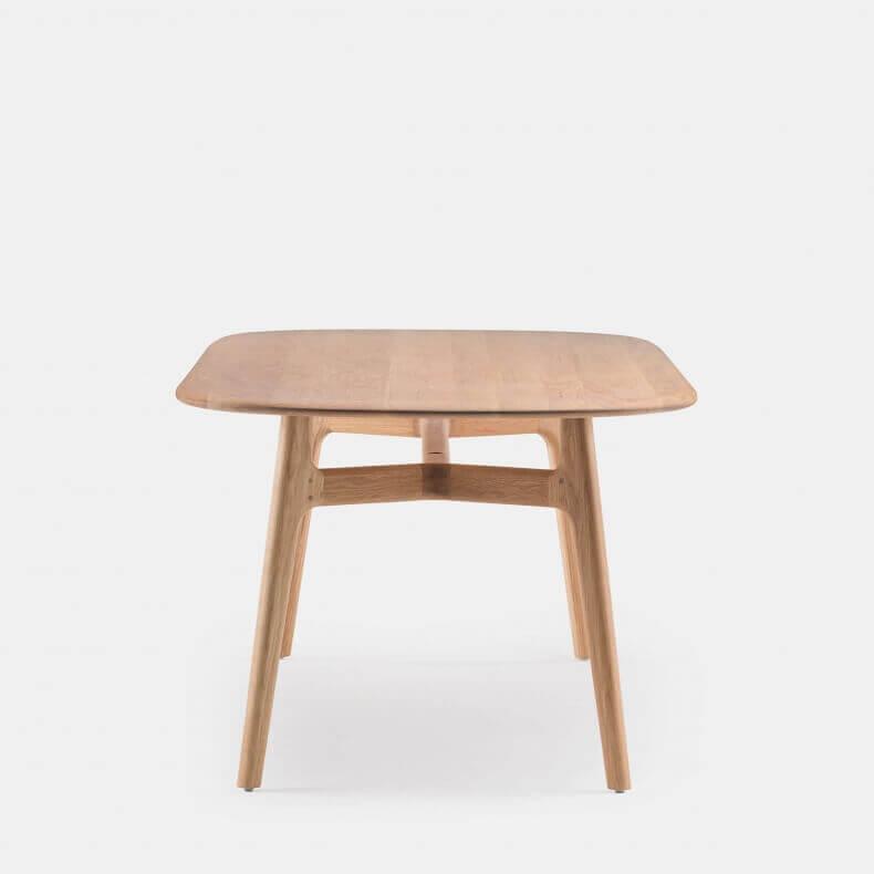 Solo Oblong Table door Neri & Hu in eikenhout