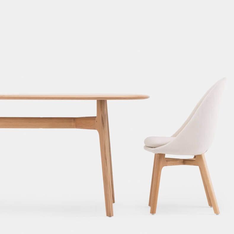 Solo Oblong Table en Solo Dining Chair door Neri & Hu in eikenhout