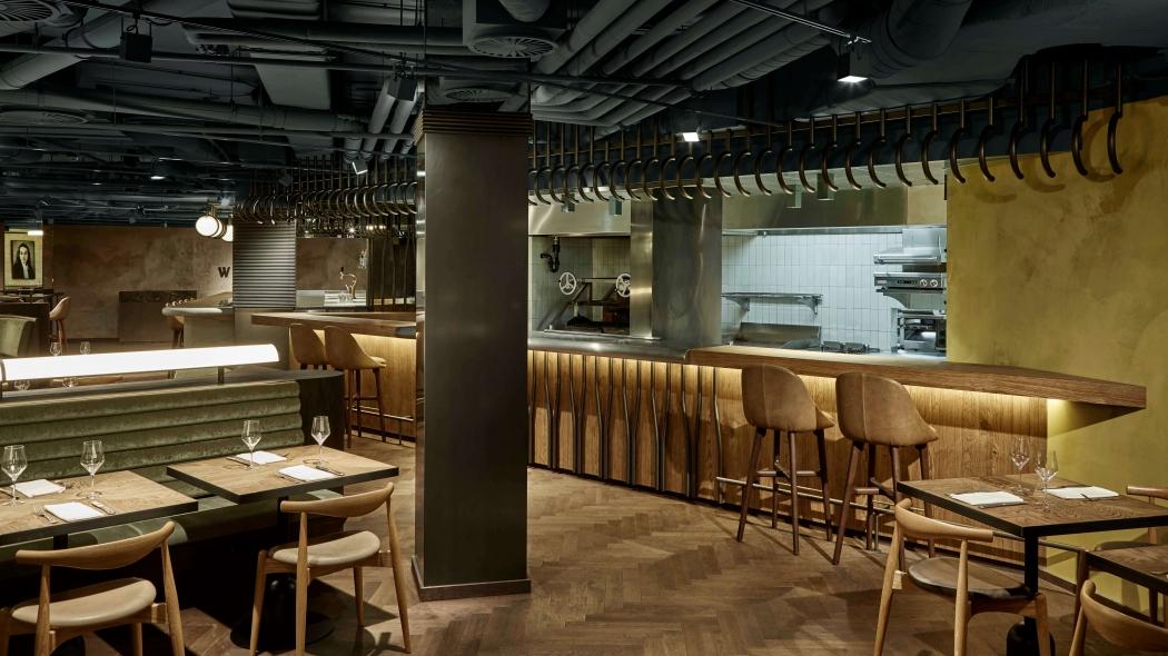 Restaurant Wyers met Solo Barstool via Suite Wood
