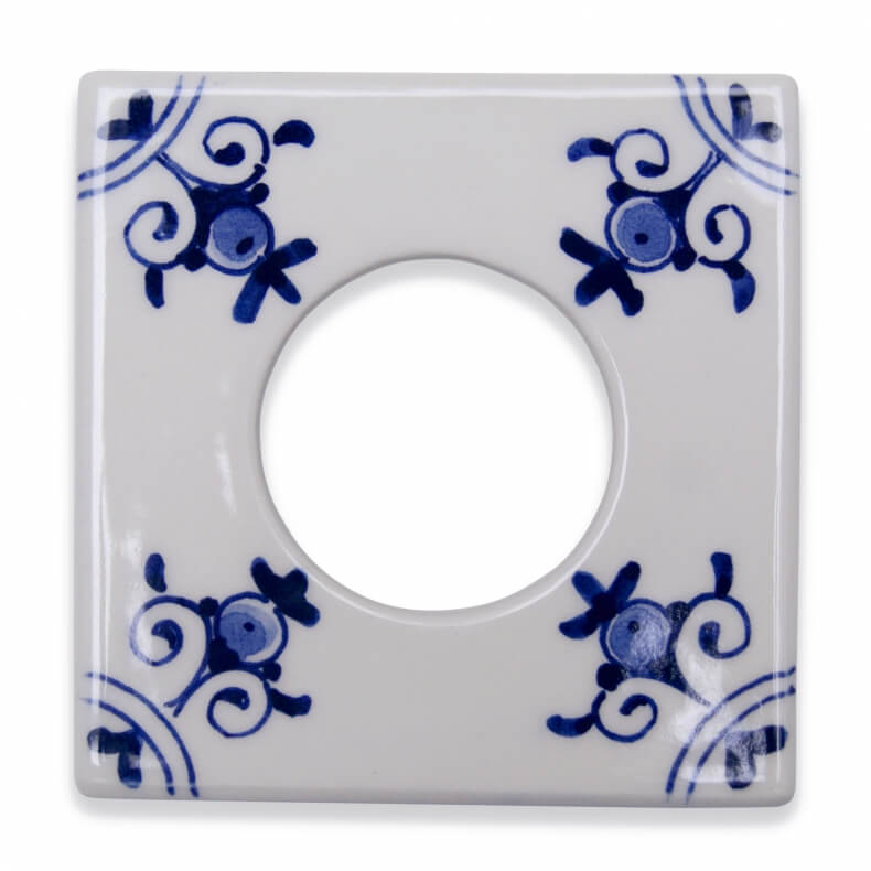 Single ceramic outlet cover in Delfts Blauw by Suit'd Suits