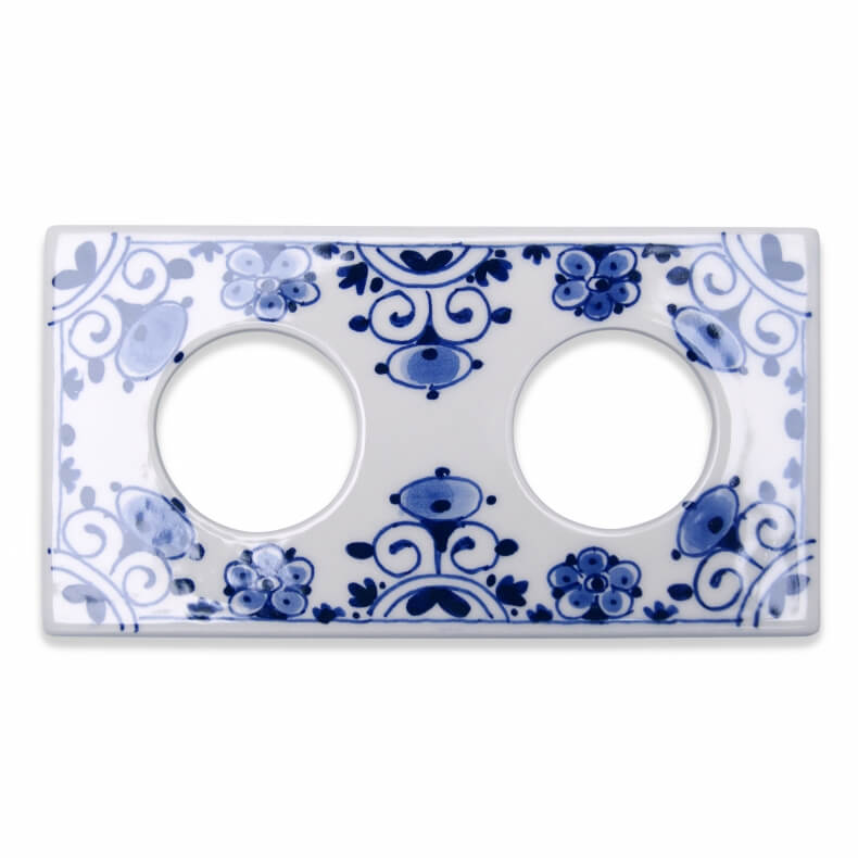Double ceramic outlet cover in Delfts Blauw by Suit'd Suits