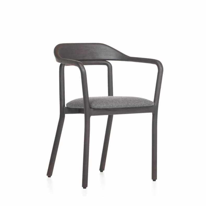 Duet Chair door Neri & Hu in zwart gebeitst essenhout en wol