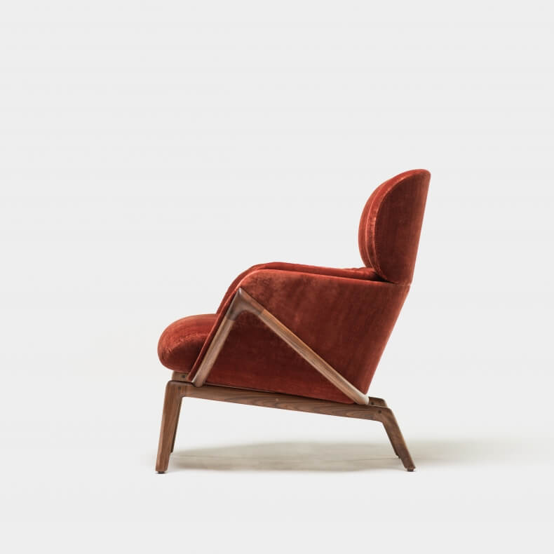 Elysia Lounge Chair door Luca Nichetto in fluweel en walnotenhout