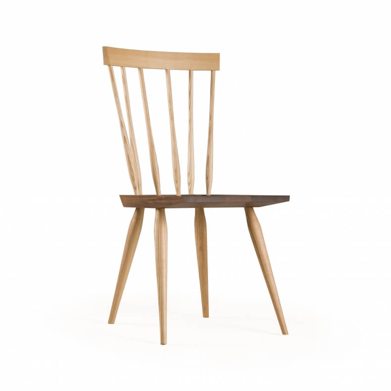 Hastoe Windsor Chair door Matthew Hilton in essenhout en walnotenhout
