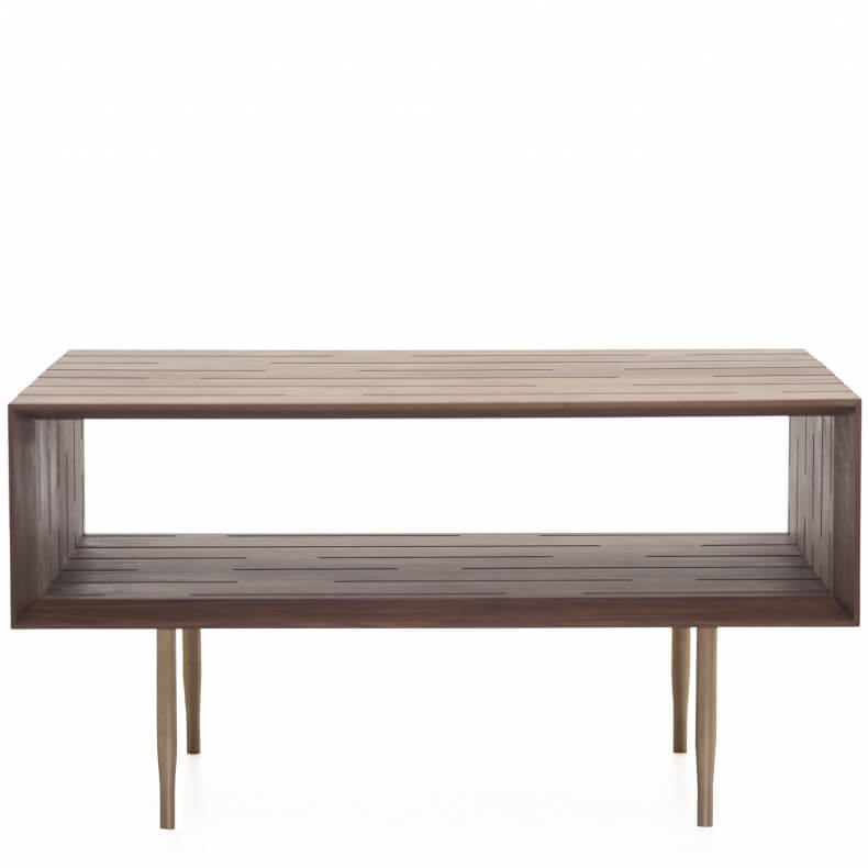 381M Horizon Medium Coffee Table door Matthew Hilton in walnotenhout