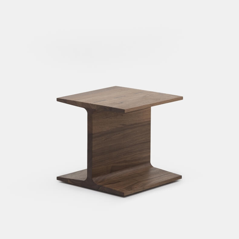 I-Beam side table in walnotenhout, ontworpen door Matthew Hilton en geproduceerd door De La Espada