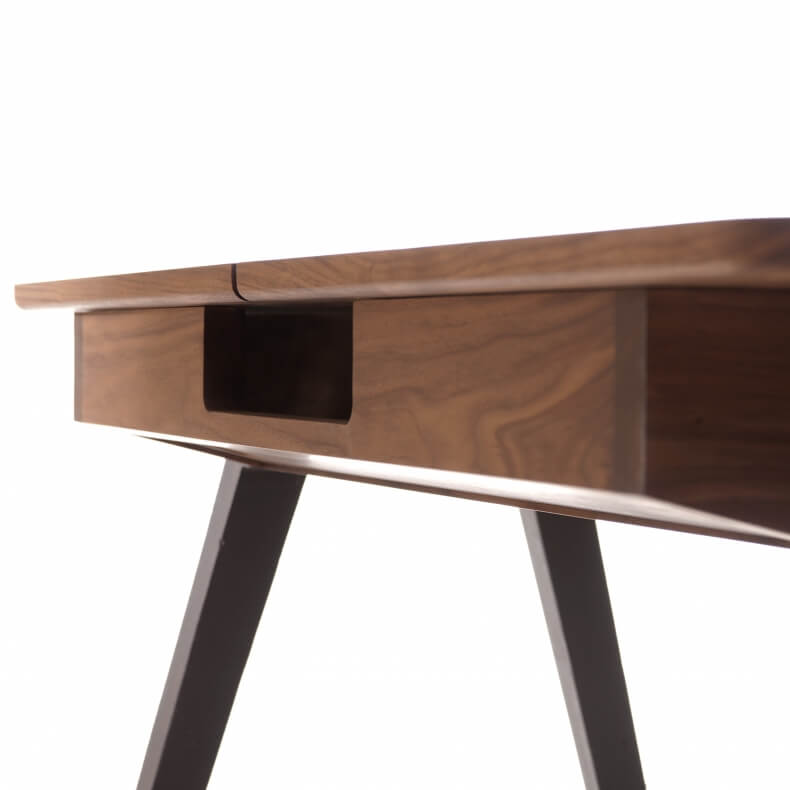 Orson Compact Desk door Matthew Hilton in walnotenhout