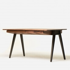 Matthew Hilton Orson Desk in walnotenhout
